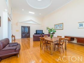 3/8 Johnston Street, Peppermint Grove