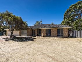 11 Dalton Way, Greenfields