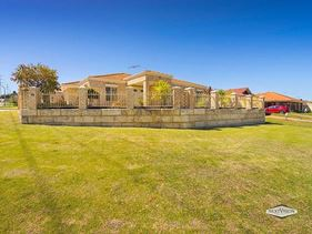 74 Pennlake Drive, Spearwood