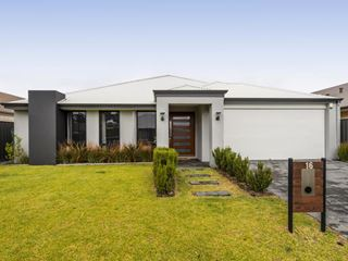16 Barrington Approach, Lakelands