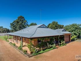 18 Charolais Trail, Lower Chittering