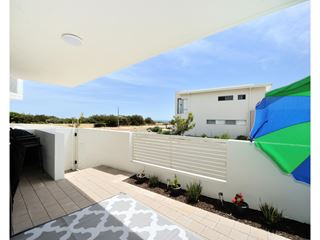 2/150 Boardwalk Boulevard, Halls Head