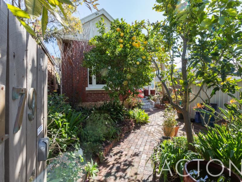 179 Curtin Avenue, Cottesloe - 1