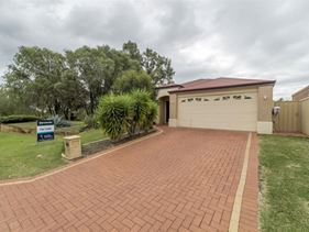 4 Possum Way, College Grove