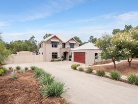 8 Woodview Retreat, Lesmurdie