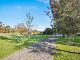 170 Country Drive, Oakford