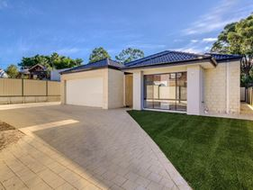 2/4 Brownell Place, Medina